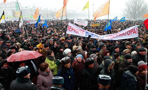 В Калининграде на площадь вышло порядка 12 тысяч человек