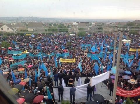 Многотысячный митинг в память о депортации татар прошел на окраине Симферополя