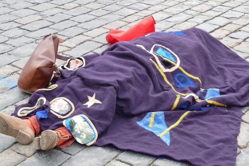 Акция с безжизненным телом на Красной площади