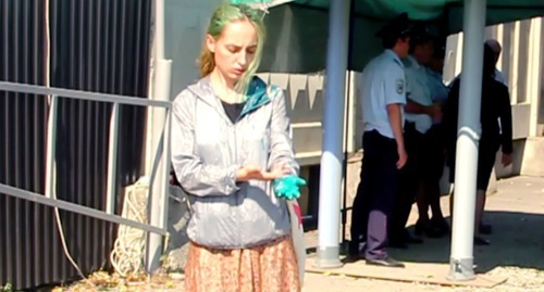 Суд оштрафовал мужчину, облившего журналистку «Новой газеты» зеленкой в Беслане