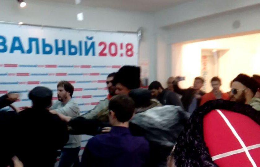 «Казаки» напали на штаб Навального в Краснодаре