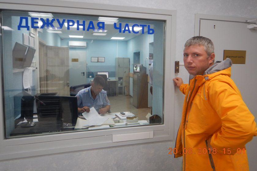 В Петербурге на активистов напали с травматом из-за украинского флага