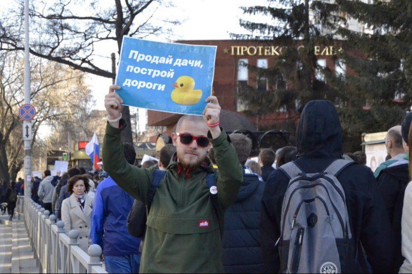 ЕСПЧ обязал Россию выплатить 15 тысяч евро компенсации координатору штаба Навального в Казани за акцию «Он вам не Димон»