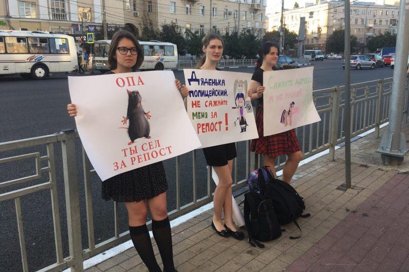 В Воронеже на волонтера штаба Навального напали во время пикета против дел за репосты