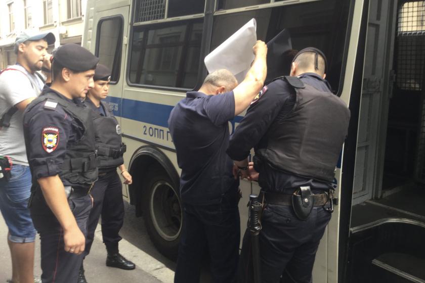 В Москве задержали участников пикета в поддержку Сергея Удальцова, объявившего голодовку в спецприемнике