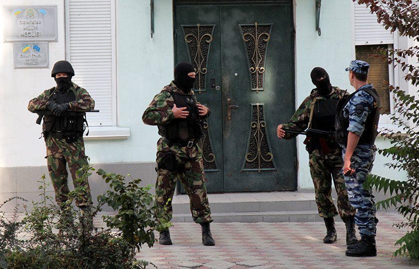 Российские силовики пришли с обыском в дом крымских татар в Крыму