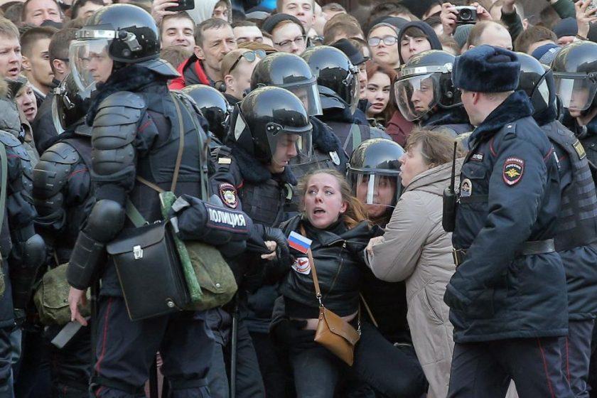 Правозащитный обзор: протесты против коррупции в России 26 марта 2017