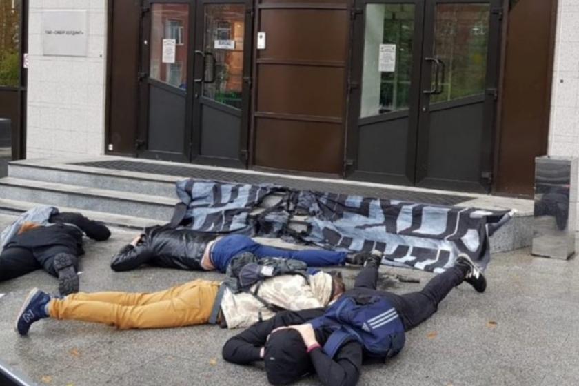 В Москве задержали семерых активистов «Другой России» во время акции у «СИБУР-Холдинг»