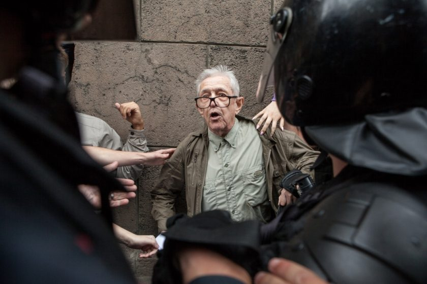 Профсоюз журналистов насчитал 14 задержанных на митингах представителей СМИ. МВД пообещало провести проверку