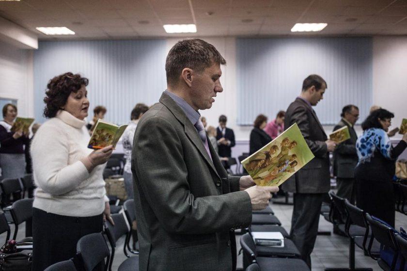 В Красноярске в домах последователей «Свидетелей Иеговы» прошли массовые обыски