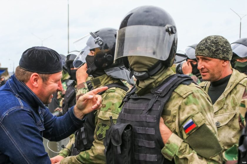 """Суд признал незаконным обыск у лидера """"Яблока"""" в Ингушетии"""