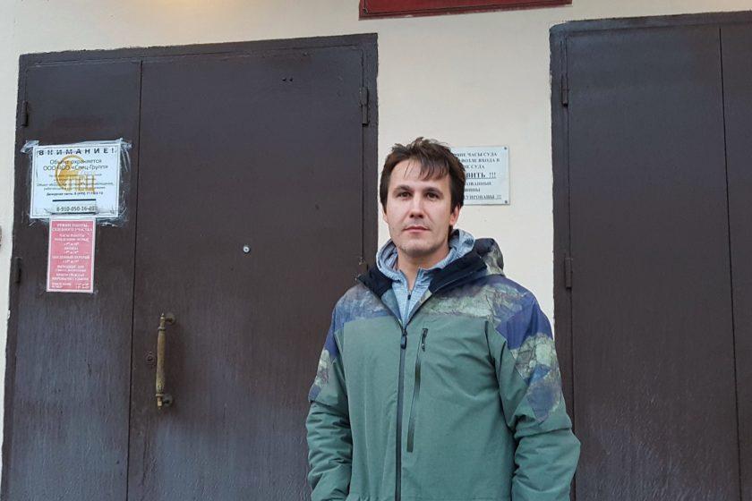 Суд назначил штраф за избиение московского активиста Рустама Билялова, которому порвали губу и сломали три зуба