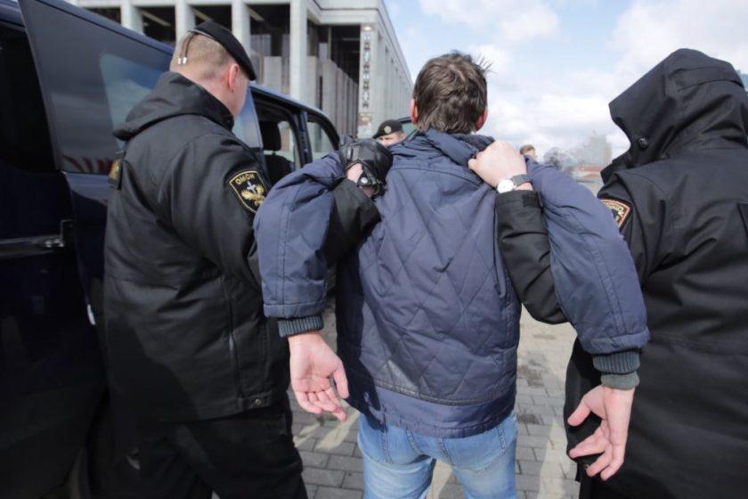 В Петербурге задержали более десяти человек возле спецприемника