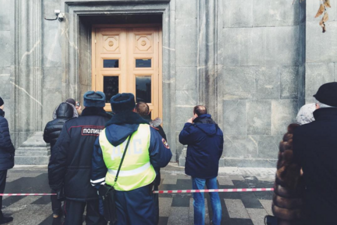 Задержанный после акции у здания ФСБ в Москве рассказал, что его четыре часа держали в приемной и угрожали статьей 282