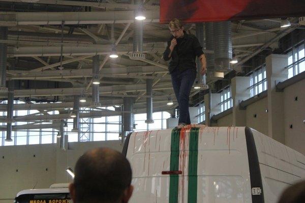 Против активистки «Другой России», вскрывшей вены на выставке полицейской техники, возбудили уголовное дело