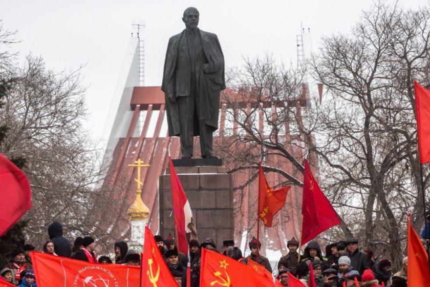В Петербурге задержали левых активистов за фотосессию в парке