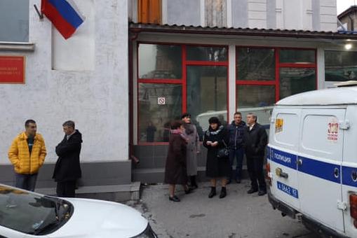 Суд в Ялте отказался прекращать дело крымской татарки, которую обвиняют в экстремизме