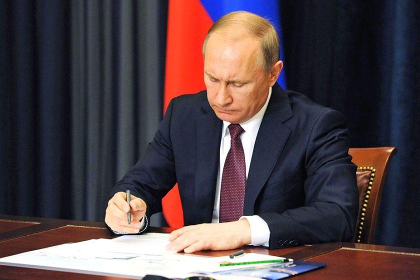 Путин подписал закон о «вовлечении» несовершеннолетних в митинги