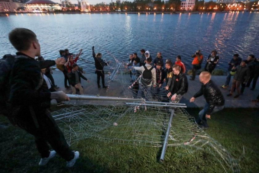 Задержанных противников храма в Екатеринбурге обвинили в мелком хулиганстве
