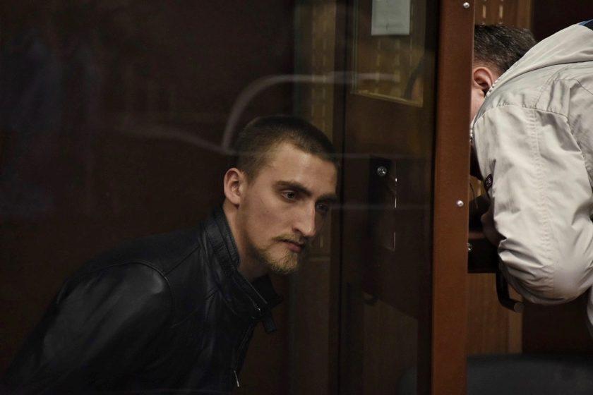 Суд приговорил актера Павла Устинова к 3,5 годам колонии за «вывих плеча» росгвардейца