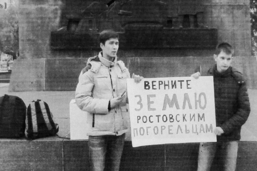 В Ростове-на-Дону двух студентов приговорили к 6,5 годам строгого режима, а еще одному дали 3 года условно. До суда их «сопровождал» Центр «Э»